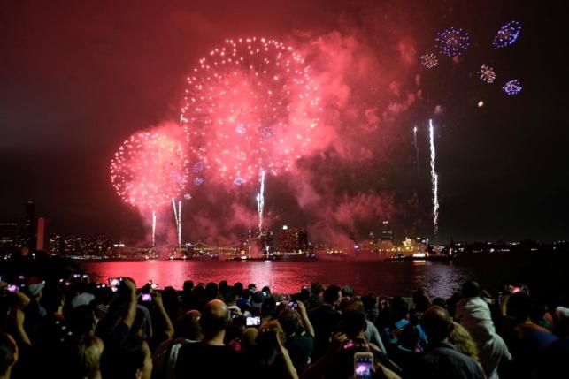 People watch Macy's 4th of July Fireworks Independence Day celebrations in New York July 4, 2016. REUTERS/Eduardo Munoz